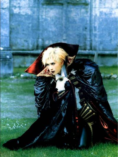 Mizerable, May 1999: Strong vestiges of his Malice Mizer influence remain in his image. These would shortly disappear as Gackt formed his own look.