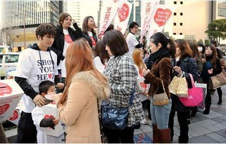 GACKT accepting donations for SYH on the street